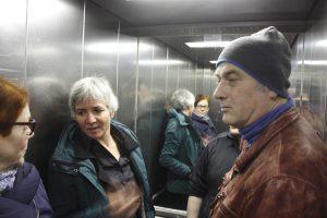 des aaa noo 300x200 Besucher im Aufzug